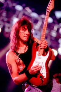 richie-sambora-rosebowl-1993-photo-GC